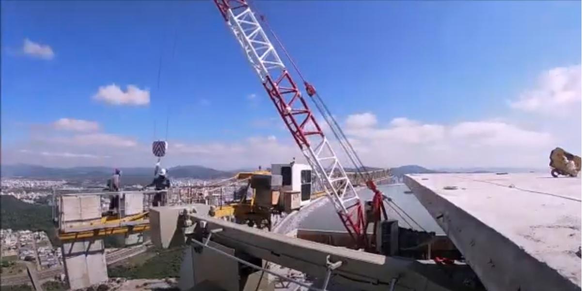 Imagens mostram a desmontagem de grua no topo da torre 1 do maior edifício residencial da América Latina