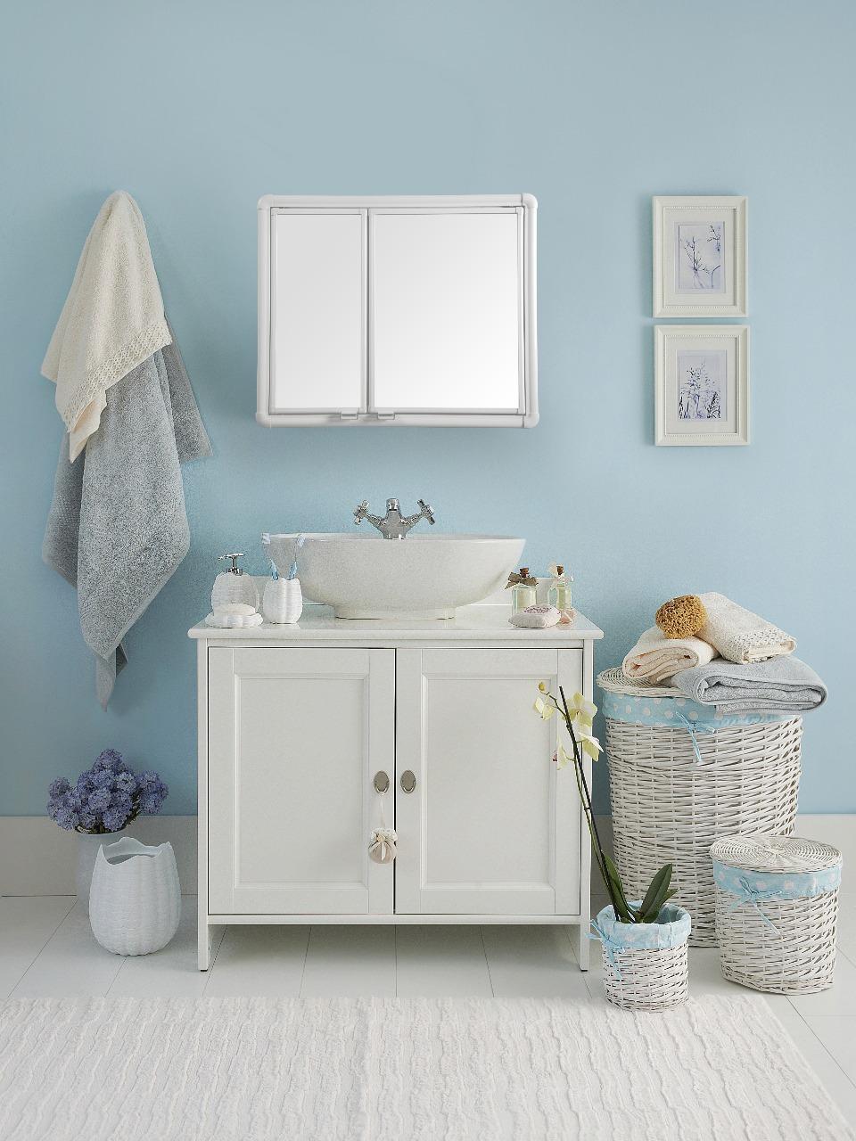 Banheiro - Armário e espelho - Modelo 01