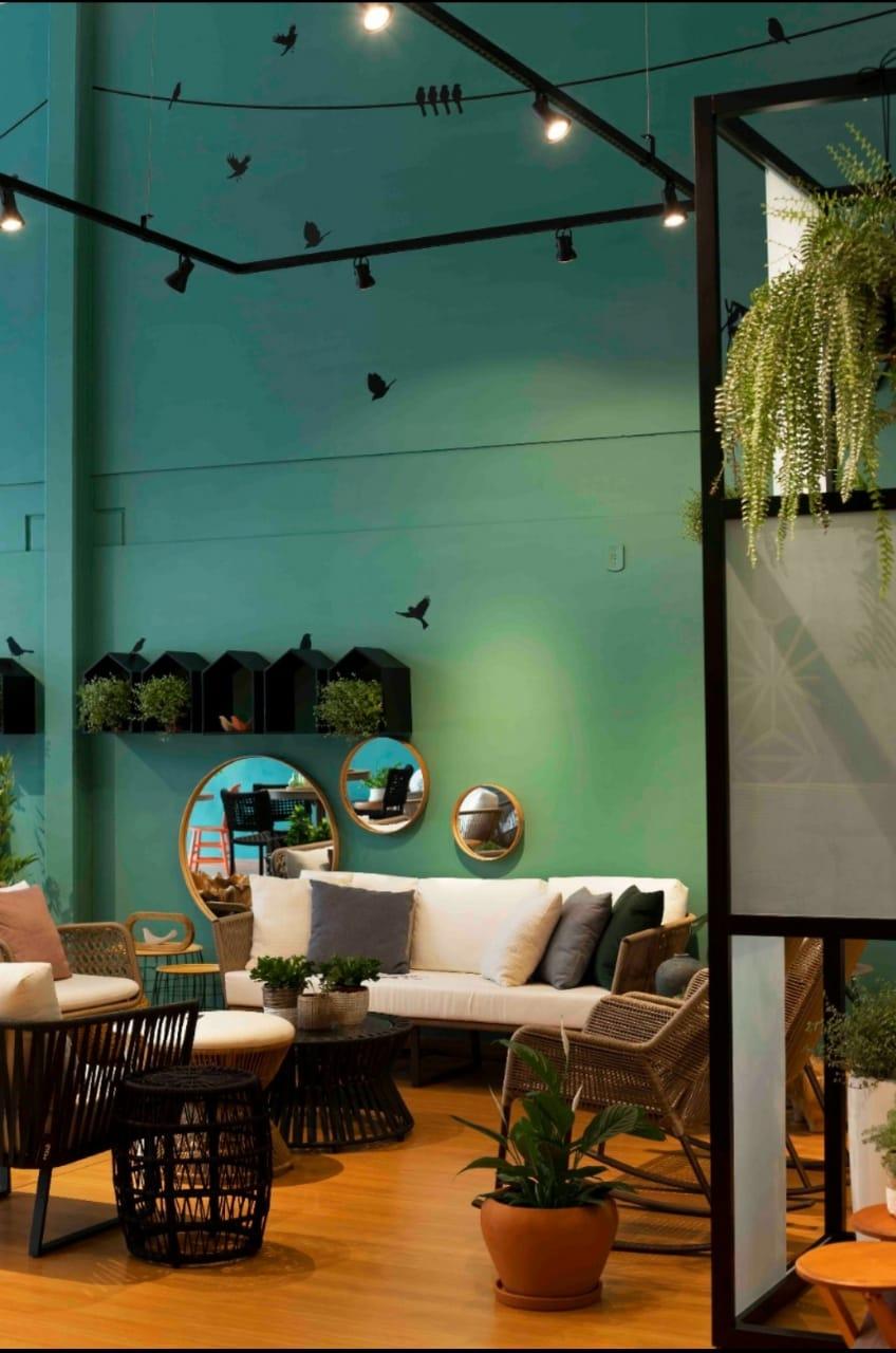 Toda a iluminação cênica com luz direcionada para locais pontuais foram projetadas pelo escritório de Rico Mendonça.