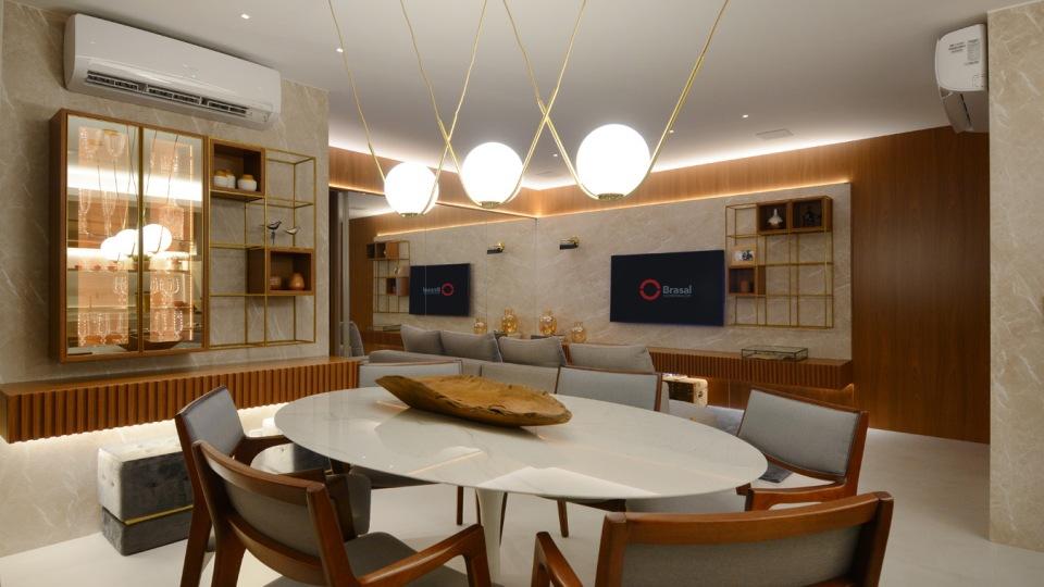 Sala de jantar e de estar do Moove Home Brasal, com a madeira integrada com os demais elementos - Marcus Camargo
