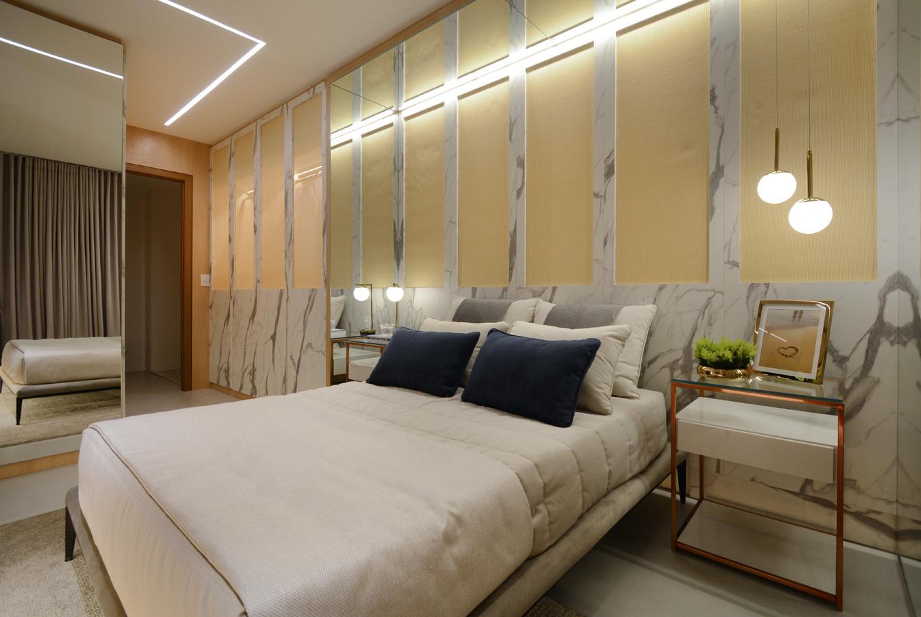 Trama de palhinha é percebida na cabeceira da cama e nas portas do guarda-roupas - Marcus Camargo